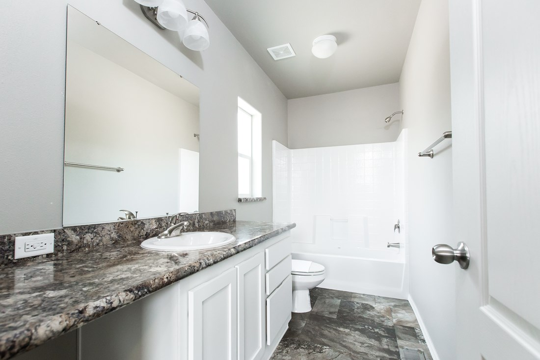 The 2844A DESERT BLOOM Guest Bathroom. This Manufactured Mobile Home features 3 bedrooms and 2 baths.