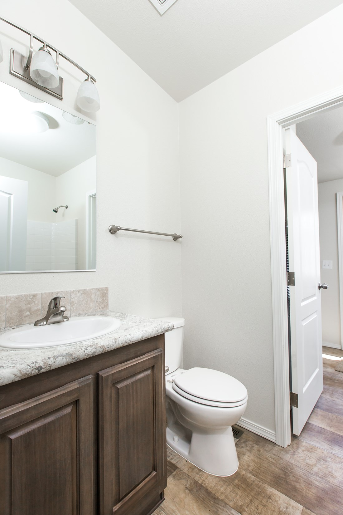 The 2848A MOUNTAIN LEDGE Guest Bathroom. This Manufactured Mobile Home features 3 bedrooms and 2 baths.